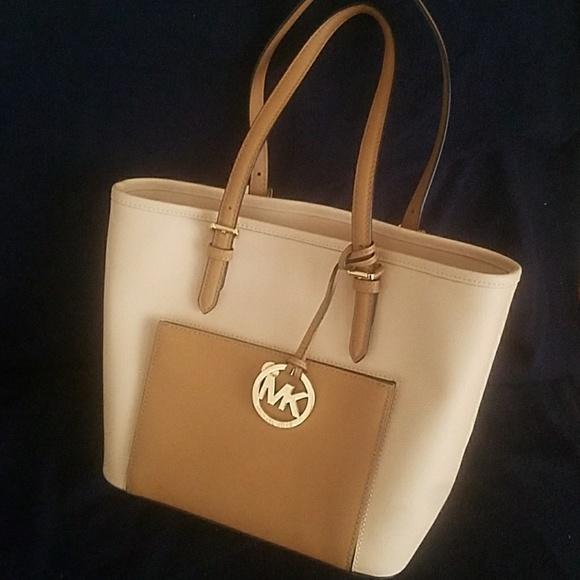 a17f078abec1 Michael Kors Bags | Michael Jet Set Tz Snap Pocket Tote | Poshmark